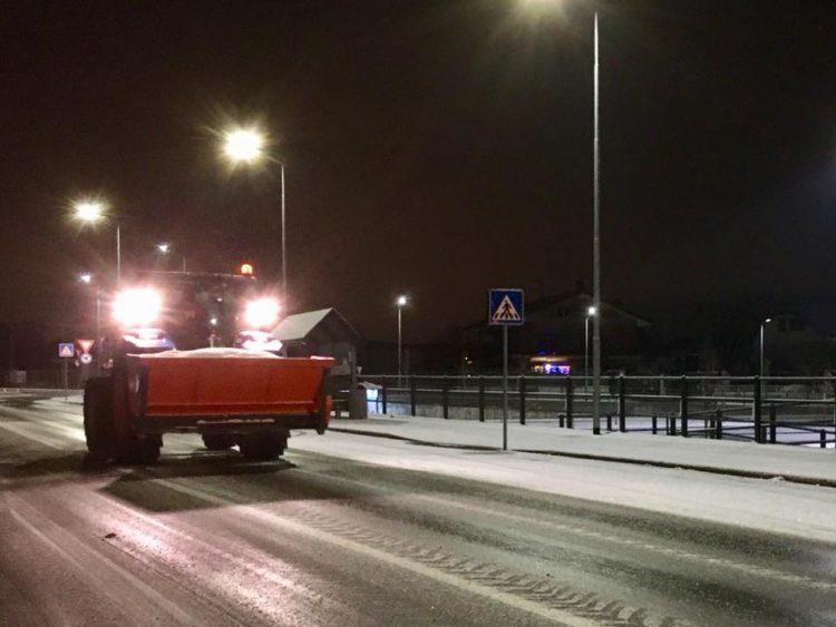 Neve e ghiaccio mandano in tilt circolazione e auto: raccomandata prudenza