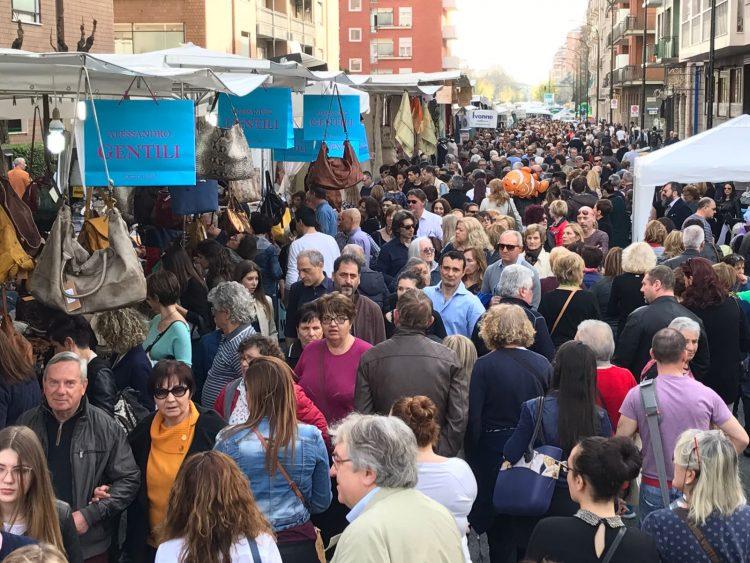 MONCALIERI – Domenica il mercato di Forte dei Marmi in corso Roma