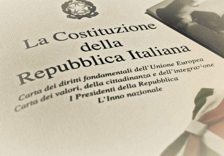 La Loggia: Costituzione in dono ai giovani per invitarli a votare
