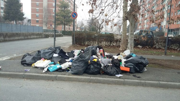 Nichelino: abbandona una montagna di rifiuti in strada, stanato dalle telecamere