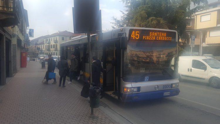 Anche a Santena esplode il malcontento sul servizio autobus
