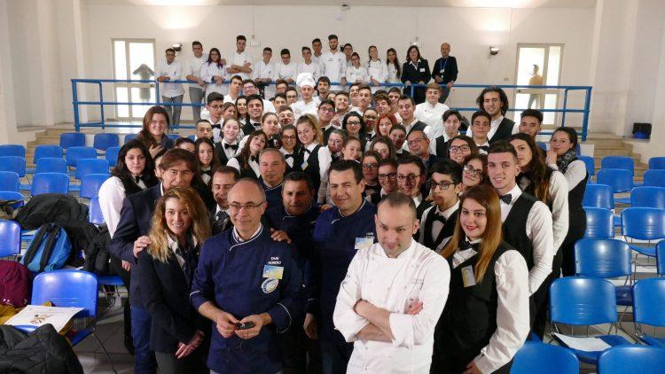 Gli studenti del Bobbio di Carignano in finale di Cooking quiz con chef Rubio