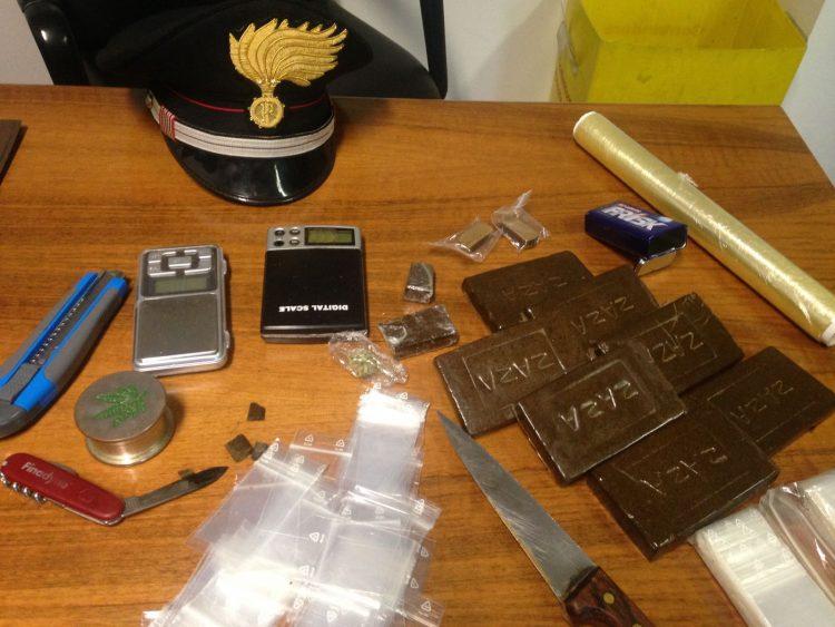 Poirino, droga in auto e a casa: arrestato