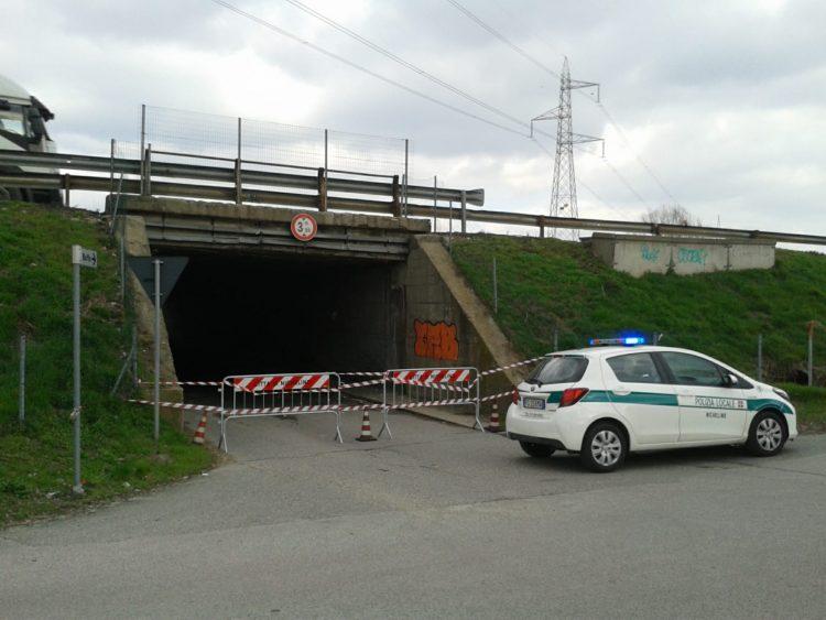 NICHELINO – Crollano calcinacci, chiuso il sottopasso di via Brescia