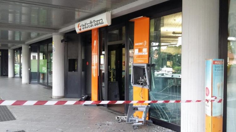 Pesanti condanne per gli assalti ai bancomat