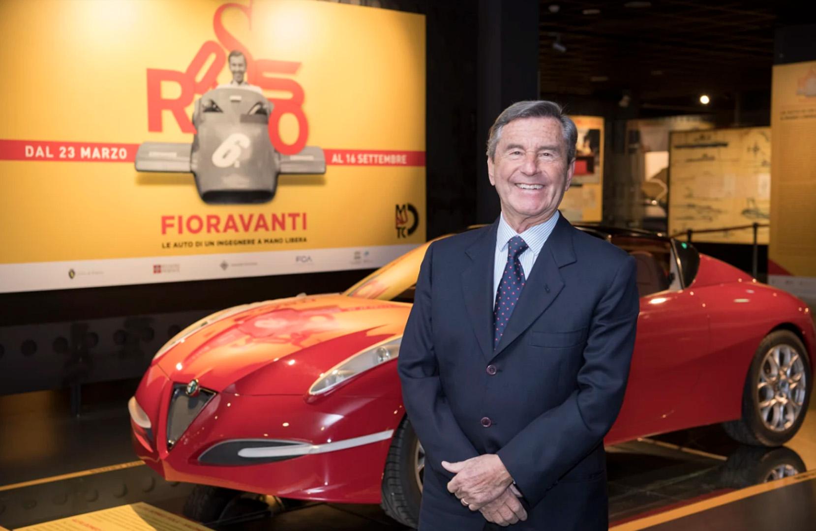 Leonardo Fioravanti cicerone della mostra sulle sue opere al Museo dell'Auto