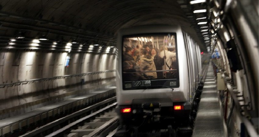 La tecnologia entra in metropolitana. Semaforo indica la carrozza sold out