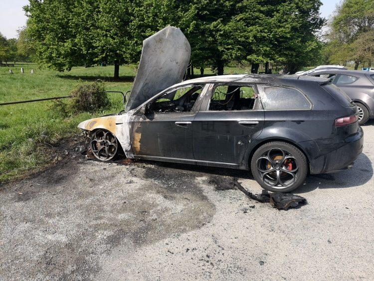 NICHELINO – Bruciano nella notte due auto: ipotesi dolosa