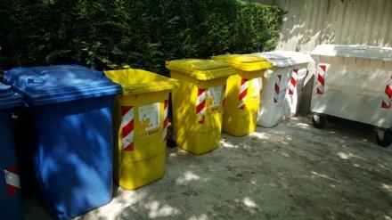 CARIGNANO – Il Covar insegna ai migranti come differenziare l'immondizia