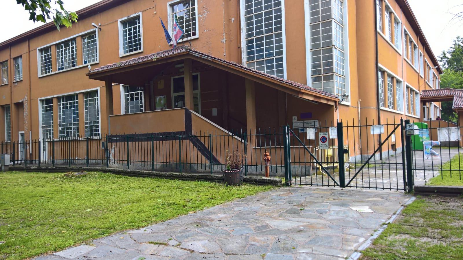 """CARMAGNOLA – La scuola Rayneri scrive al Comune: """"Tempi stretti per i lavori sulla passerella"""""""