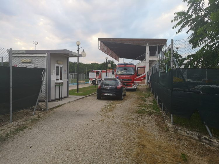 VINOVO – Prende fuoco un cassonetto all'ecocentro