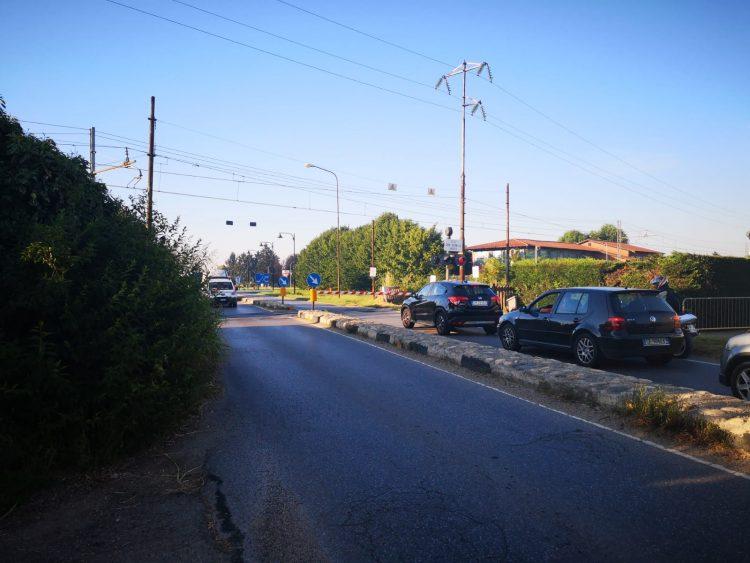 VINOVO – Guasto al passaggio a livello, circolazione in tilt