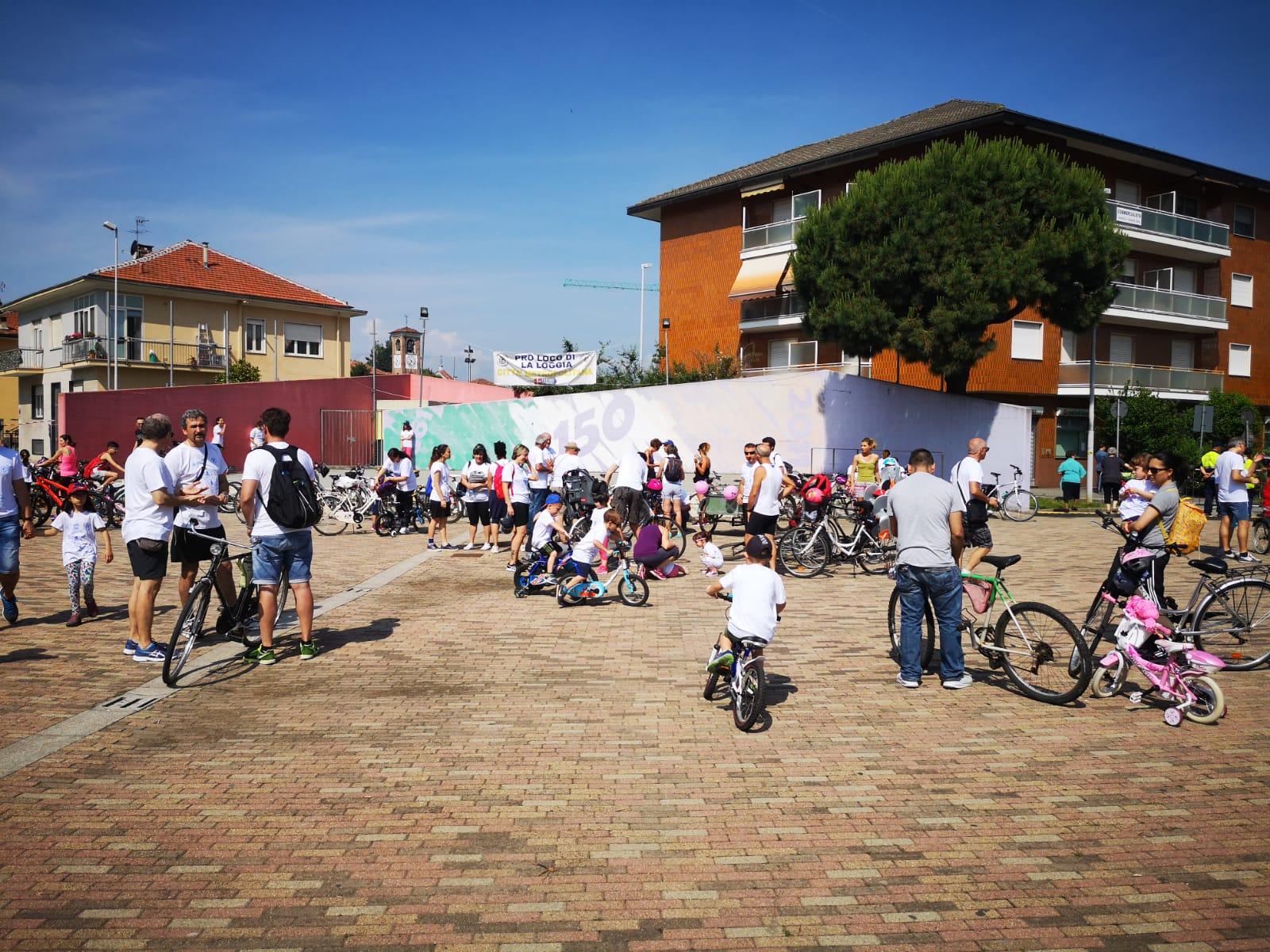 LA LOGGIA – Decine di famiglie in piazza per la biciclettata