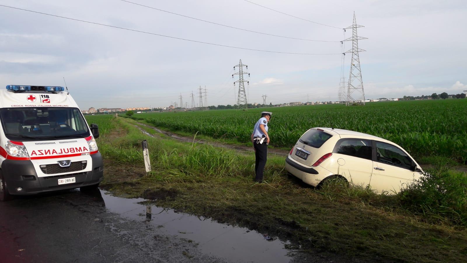 NICHELINO – Perde il controllo dell'auto e finisce fuori strada a due passi da Stupinigi