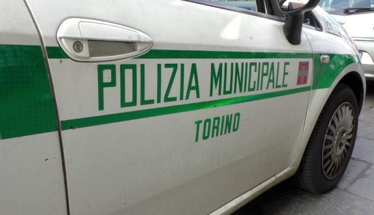 Pirata della strada investe un uomo e fugge, al confine tra Torino e Nichelino