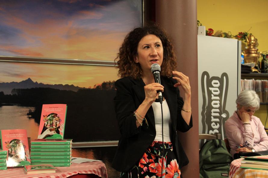 Carmagnola: l'Aperilibro ha portato in città la scrittrice Ilaria Scarioni
