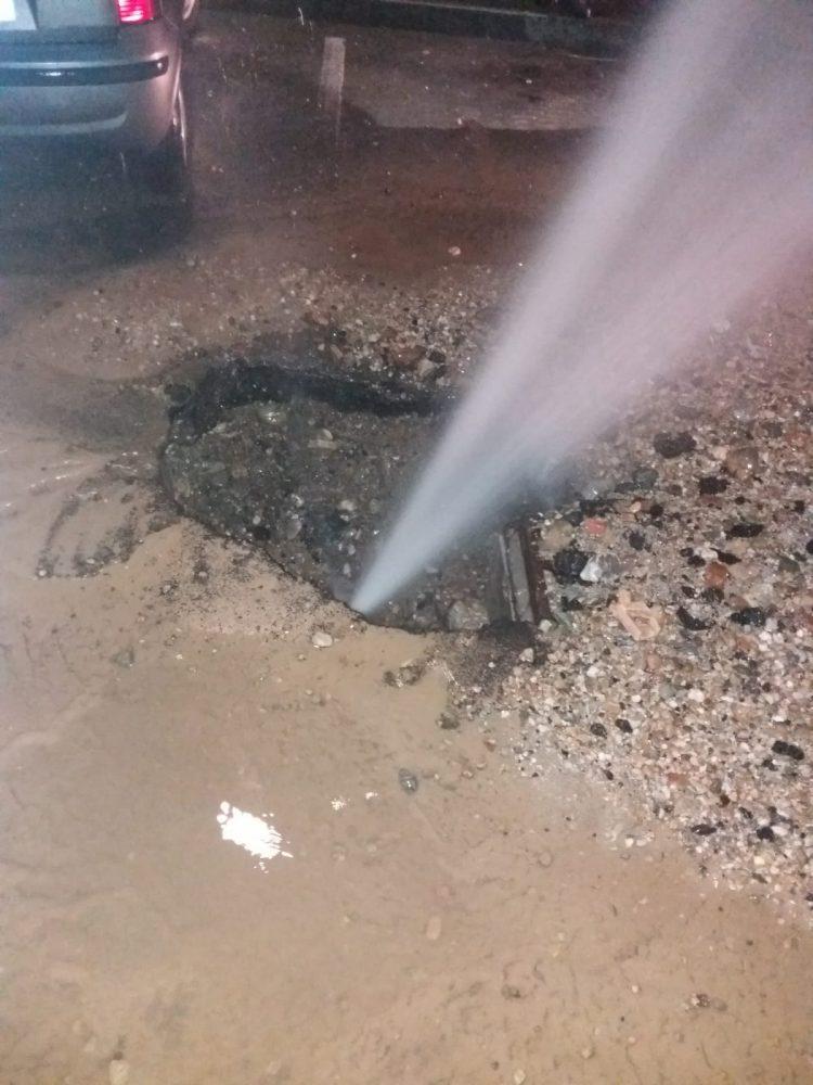 NICHELINO – Esplode un tubo dell'acqua: a secco un centinaio di famiglie