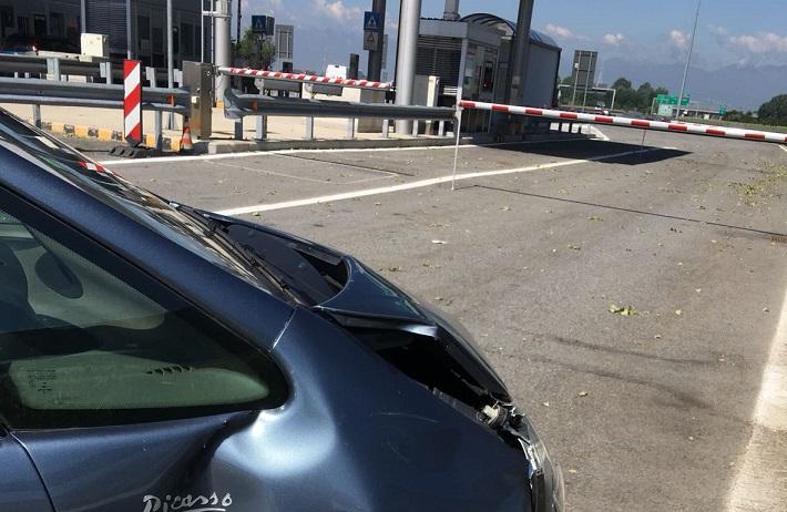 TROFARELLO – Ubriaca al volante si schianta al casello della tangenziale