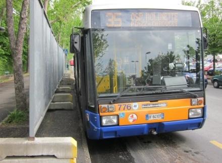 NICHELINO – Si mettono in sicurezza le fermate degli autobus