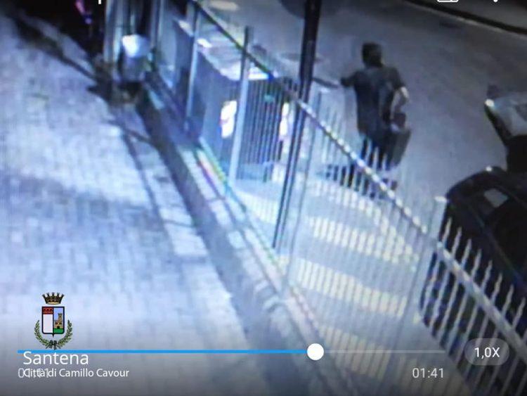 SANTENA – Caccia ai vandali pizzicati con le telecamere