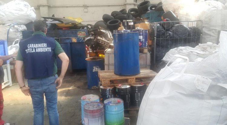 Blitz dei carabinieri del Noe in alcune aziende che gestiscono i rifiuti: riscontrate irregolarità