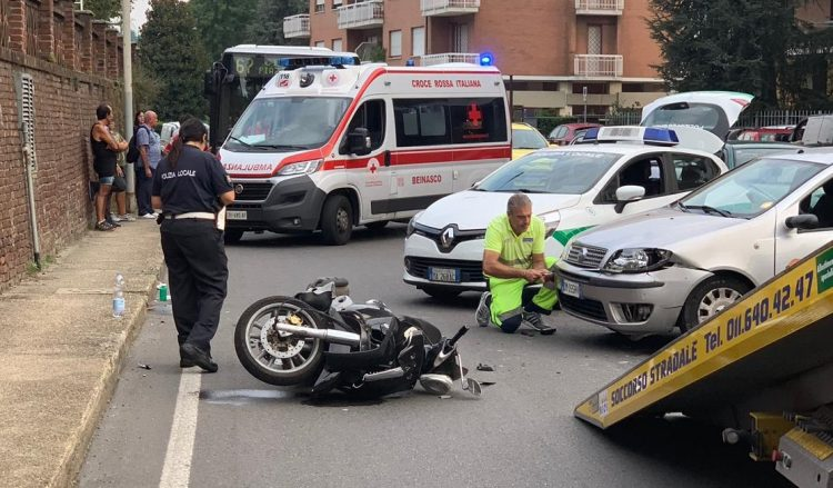MONCALIERI – Altro incidente con una moto coinvolta: caos in strada Torino