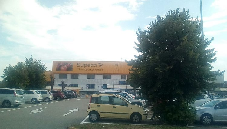 TROFARELLO – Presidio dei dipendenti Supeco davanti al Carrefour di Moncalieri