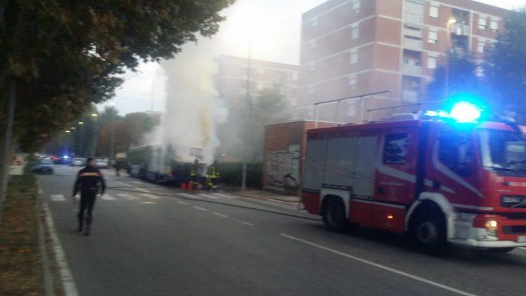 NICHELINO – Autobus 35 in fiamme sabato pomeriggio in via Nenni