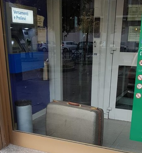 MONCALIERI – Valigia dimenticata al bancomat: controllo dei carabinieri