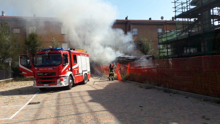 MONCALIERI – Incendio distrugge un prefabbricato