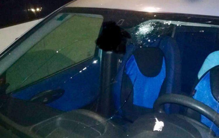Due nichelinesi colpiti in auto da due pietre lanciate in corso Unità