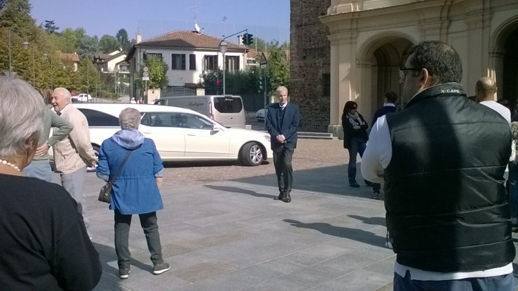 Tragedia sulla A21: una folla per l'ultimo saluto a Giuseppe Beilis