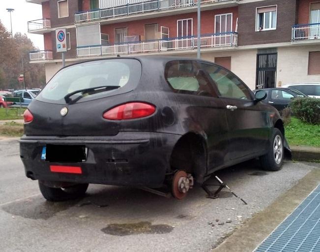 NICHELINO – Tornano i predoni di gomme: colpita un'auto