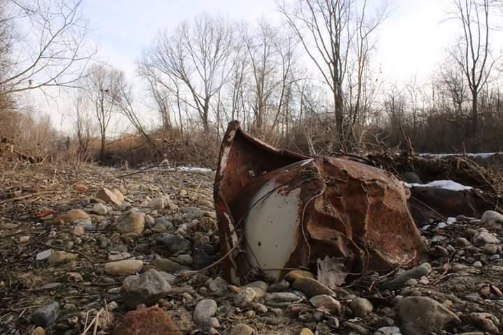 NICHELINO – Sangone in secca: affiorano rifiuti