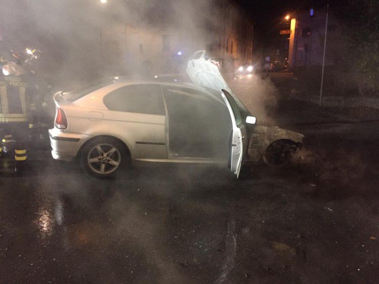 CARIGNANO – Si incendia la macchina mentre è in viaggio: il conducente si salva