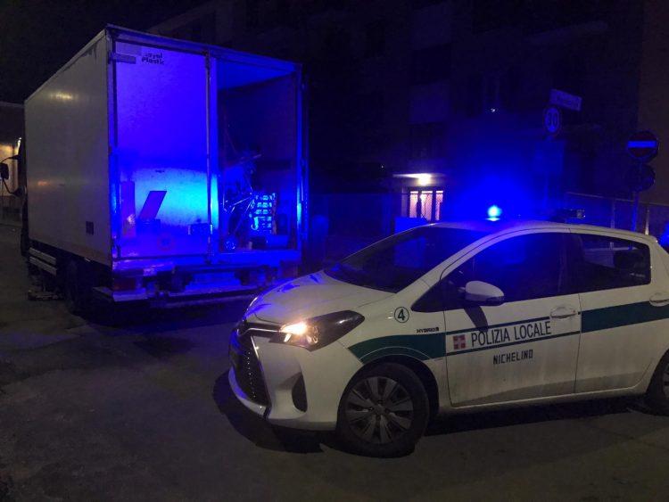 NICHELINO – Caos in via San Matteo per un'avaria di un camion