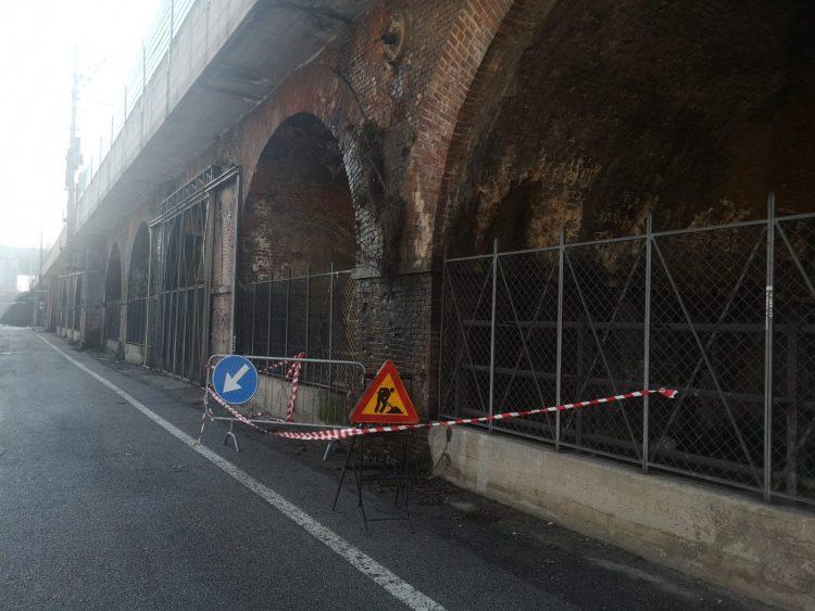MONCALIERI – Mattoni sgretolari dal ponte della Ferrovia: allerta e interventi immediati