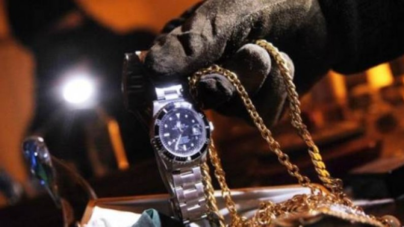 TROFARELLO – Furto in gioielleria: rubate catenine da finti clienti