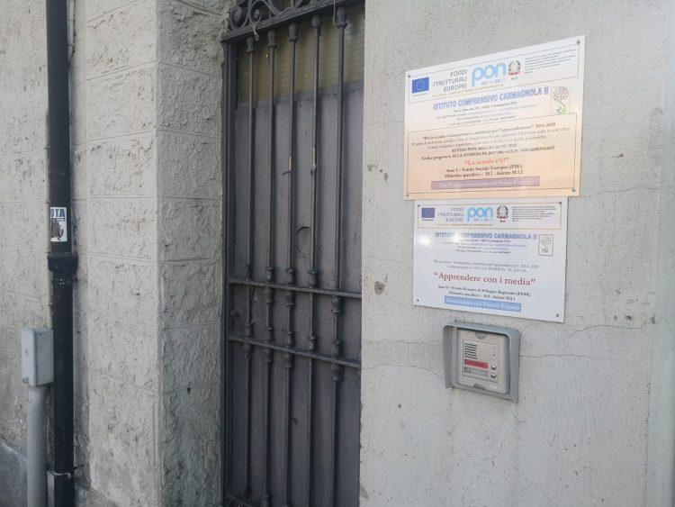CARMAGNOLA – Cede una finestra della scuola addosso ad una bimba