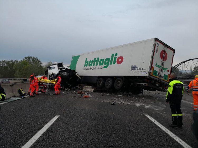MONCALIERI – Incidente in tangenziale sud: tir ribaltato e uscita obbligatoria a Bauducchi