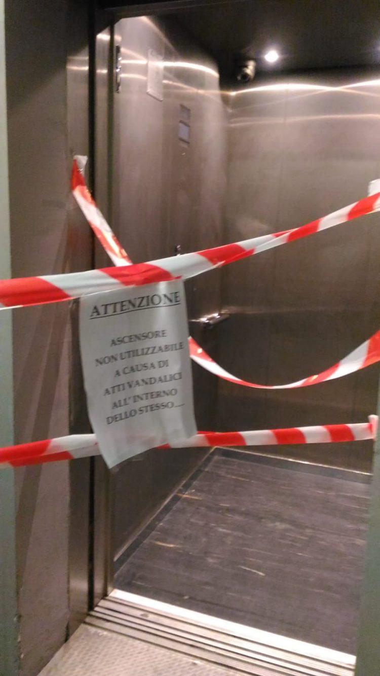 TROFARELLO – Ancora vandali alla stazione: fuori uso l'ascensore