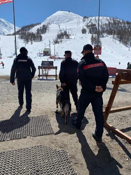 Controlli dei carabinieri sulle piste da sci: in tre nei guai