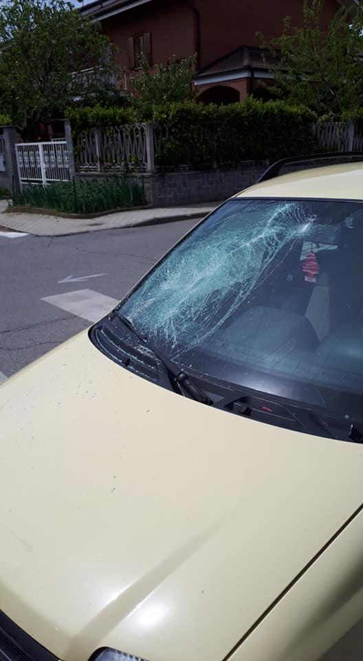 LA LOGGIA – Auto parcheggiate devastate con mazze e spranghe