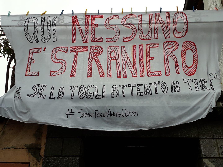 CARMAGNOLA – Striscione anti-Salvini a Salsasio