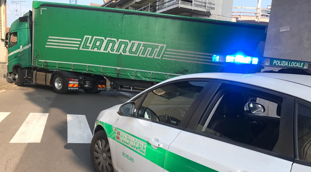 NICHELINO – Incidente in via Pateri: traffico bloccato per circa un'ora