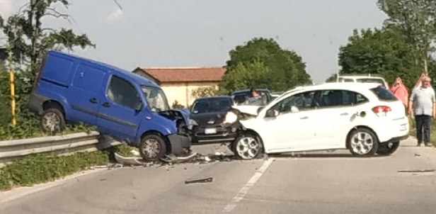 CARMAGNOLA – Schianto sulla provinciale 20: traffico nel caos