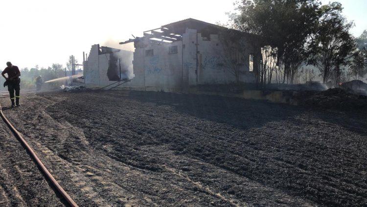 SANTENA – A fuoco una baracca vicino la ferrovia