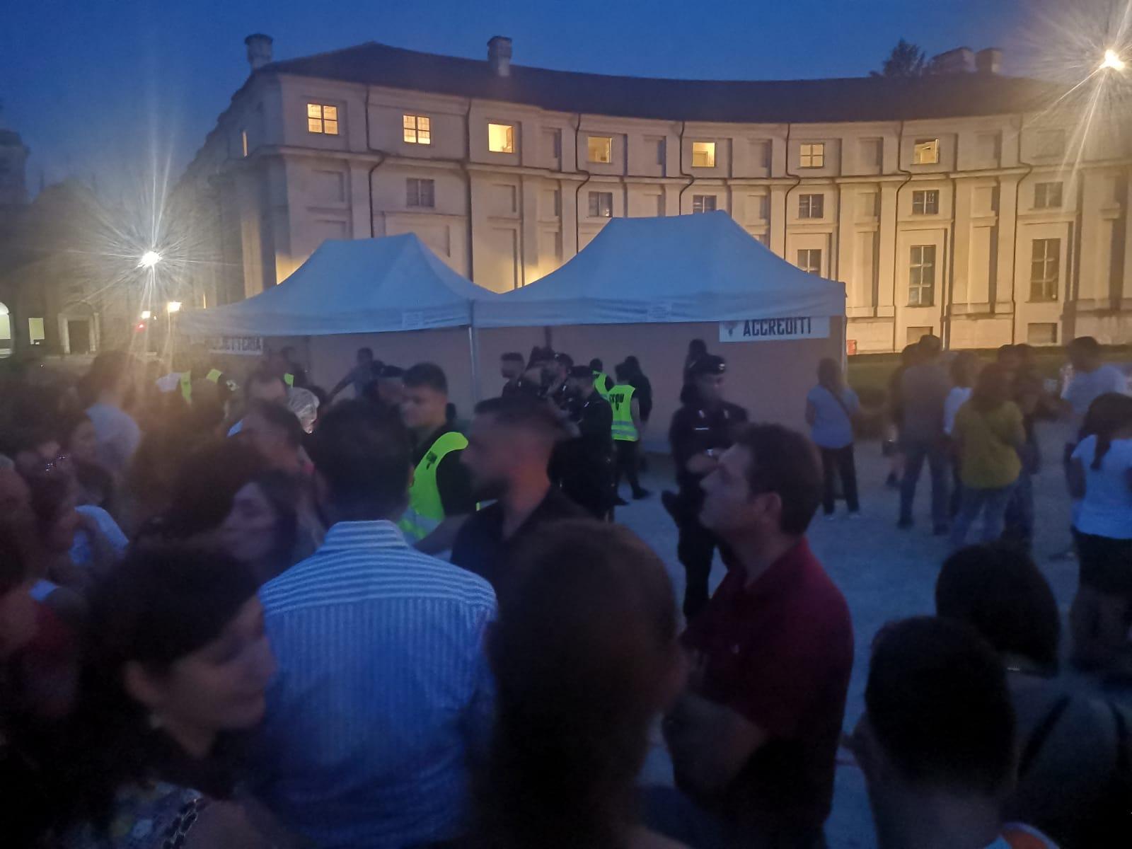 NICHELINO – Proteste al concerto di Eros: 700 restano fuori