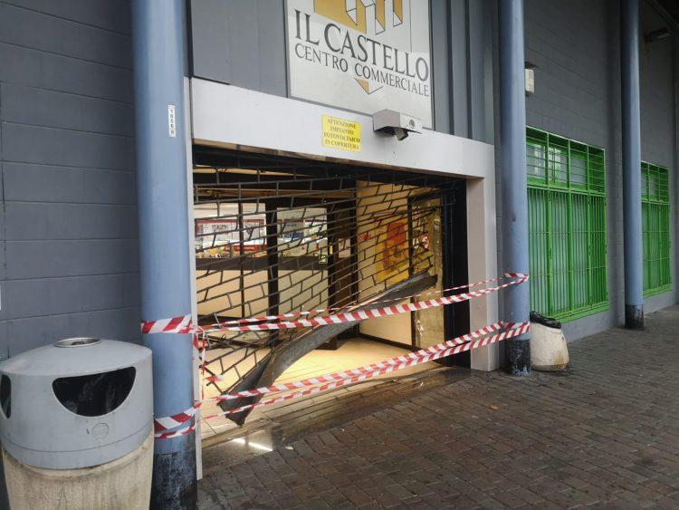 """NICHELINO – Spaccata al centro commerciale """"Il Castello"""""""
