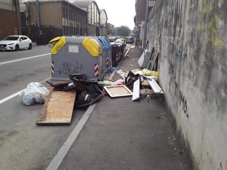 NICHELINO – Via Torricelli nuovamente invasa dai rifiuti